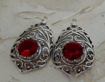 6fe998bde5646f Srebrne kolczyki z rubinem – sklep online z biżuterią na prezent ...